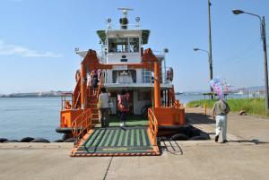 富山新港の渡船