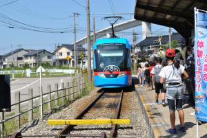 越ノ潟駅から万葉線に乗車